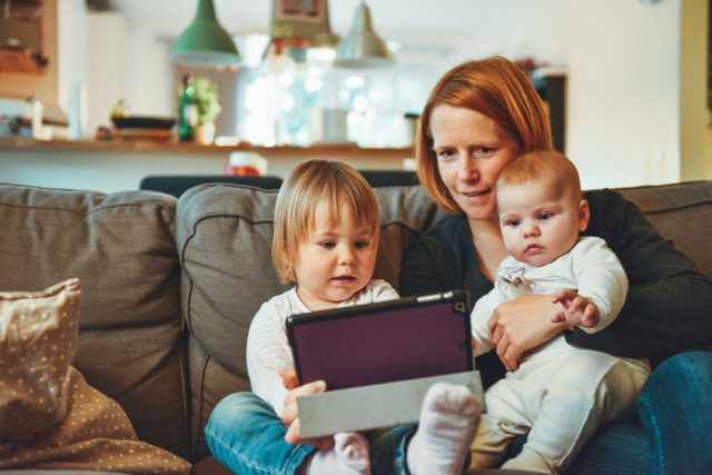 Devolución prestación IRPF maternidad y paternidad
